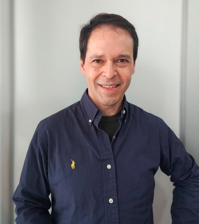 Doctor Jacinto Ortiz, ortodoncista e implantólogo en clínica dental Llagostera